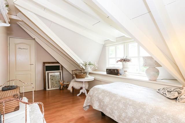 Balkenplafond slaapkamer woonboerderij
