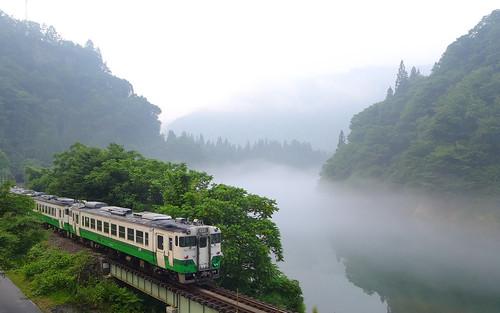 夏の川霧、早戸駅付近で2018年7月撮影