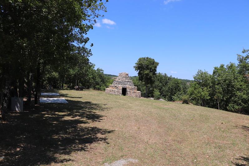 [296-016] Saint-Vincent-Rive-d'Olt - La cazelle à degré des Roques
