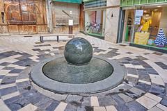 Revolving ball fountain