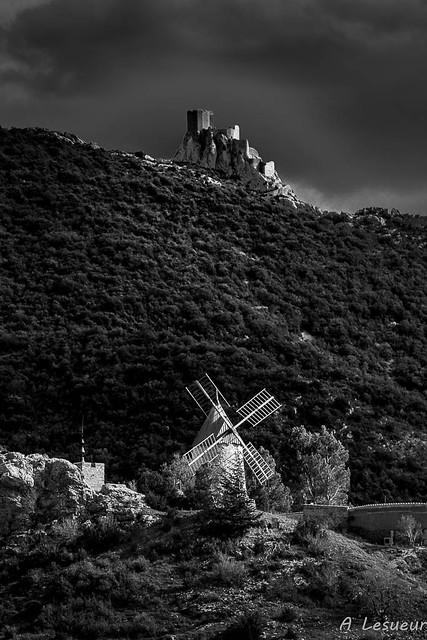 Protection de Quéribus sur le moulin de Cucugnan (Aude-France)