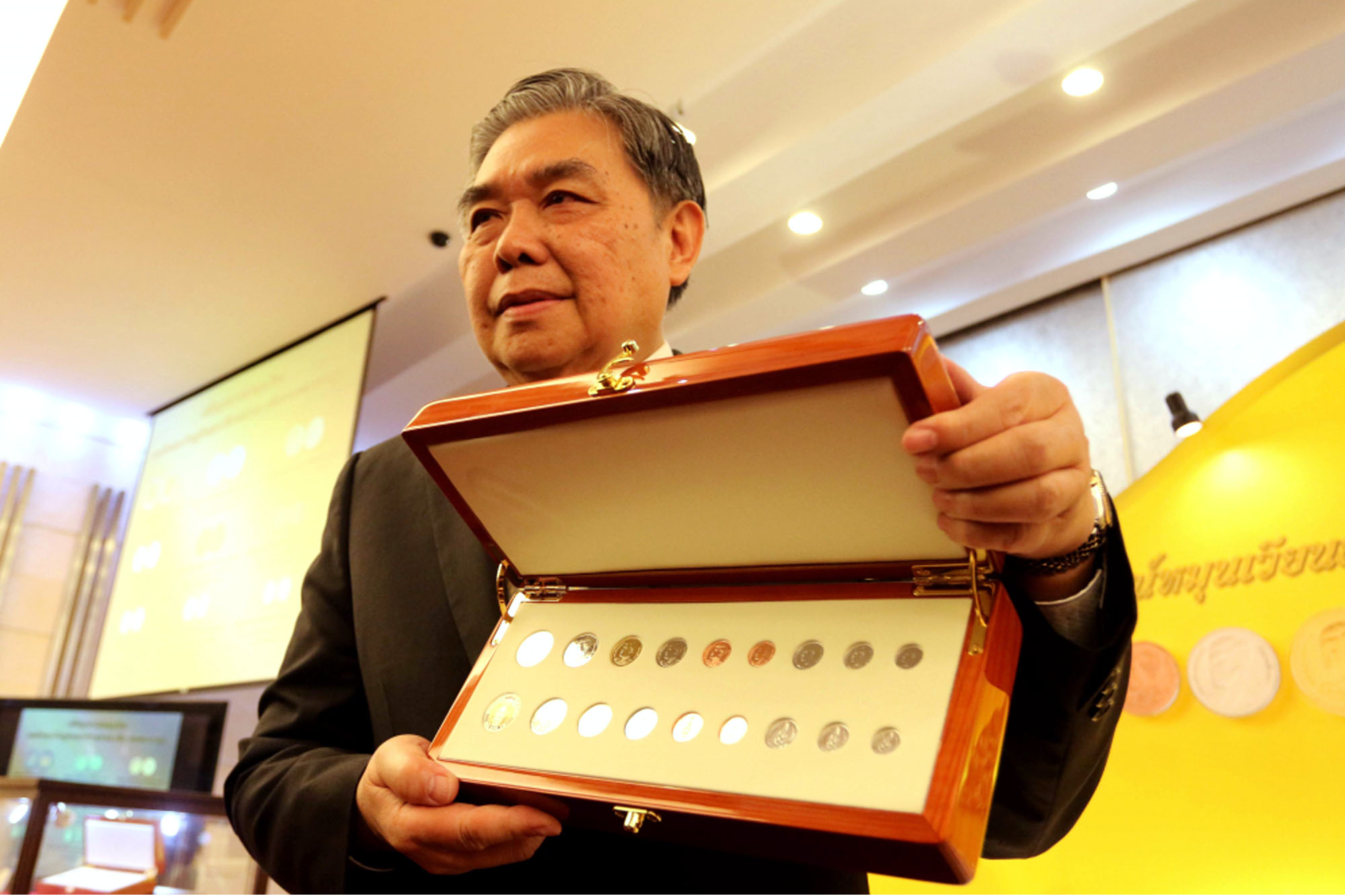 Official of the Thai Royal Mint holding a presentation case containing the complete range of King Rama X coins released in April 2018 including (left to right) the circulating 10-, 5- 2-, 1-baht, 50- and 25-satang coins as well as 10-, 5- and 1-satang coins which are used to balance accounts at financial institutions and don't circulate to the general public.