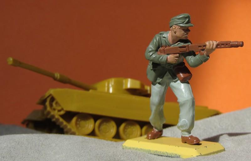 Toy soldiers, cowboys, indians, space men etc - Page 3 41925580640_c2945dbd1d_c