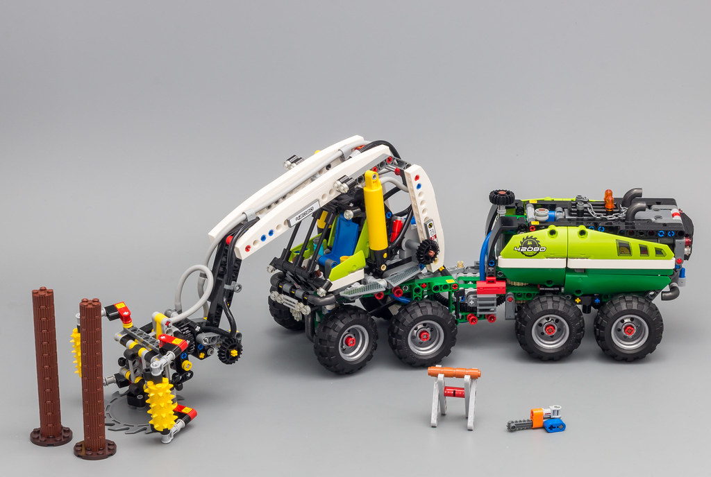 LEGO 42080 TECHNIC FOREST MACHINE   **BRAND NEW /& SEALED**