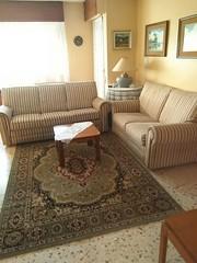 Gran salón comedor, muy soleado.  Solicite más información a su inmobiliaria de confianza en Benidorm  www.inmobiliariabenidorm.com