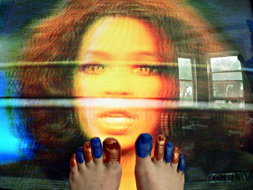 painted toes and Oprah
