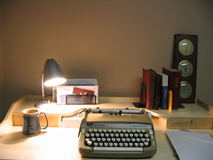 personal computer(0.0), typewriter(1.0), office equipment(1.0), design(1.0),