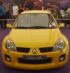 automobile(1.0), automotive exterior(1.0), renault clio renault sport(1.0), renault clio v6 renault sport(1.0), vehicle(1.0), subcompact car(1.0), city car(1.0), bumper(1.0), land vehicle(1.0),