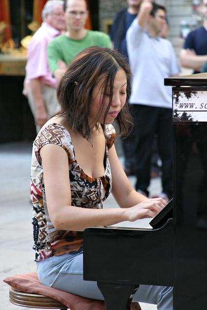 SoRyang Joo performing on the Graben in Vienna