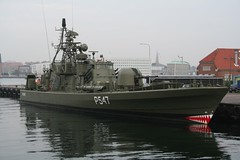 torpedo boat(0.0), fishing vessel(0.0), destroyer(0.0), minesweeper(0.0), tugboat(0.0), naval ship(1.0), vehicle(1.0), ship(1.0), frigate(1.0), patrol boat(1.0), watercraft(1.0), warship(1.0), boat(1.0),
