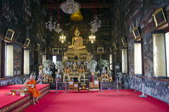 Inside the shrine of Wat Arun