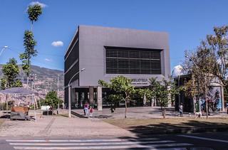 Parque Biblioteca Gabriel García Márquez, Doce de Octubre- Varias