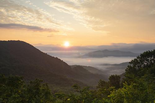 sunrise morning newday nackground nature beautiful northcarolina franklin macon appalachiantrail windingstair mountains sky clouds orange nantahalanationalforest smokymountains