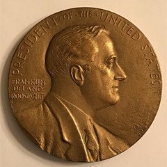 1945 Franklin Roosevelt Commemorative Medal obverse