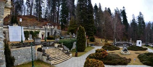 Peleș Castle gardens