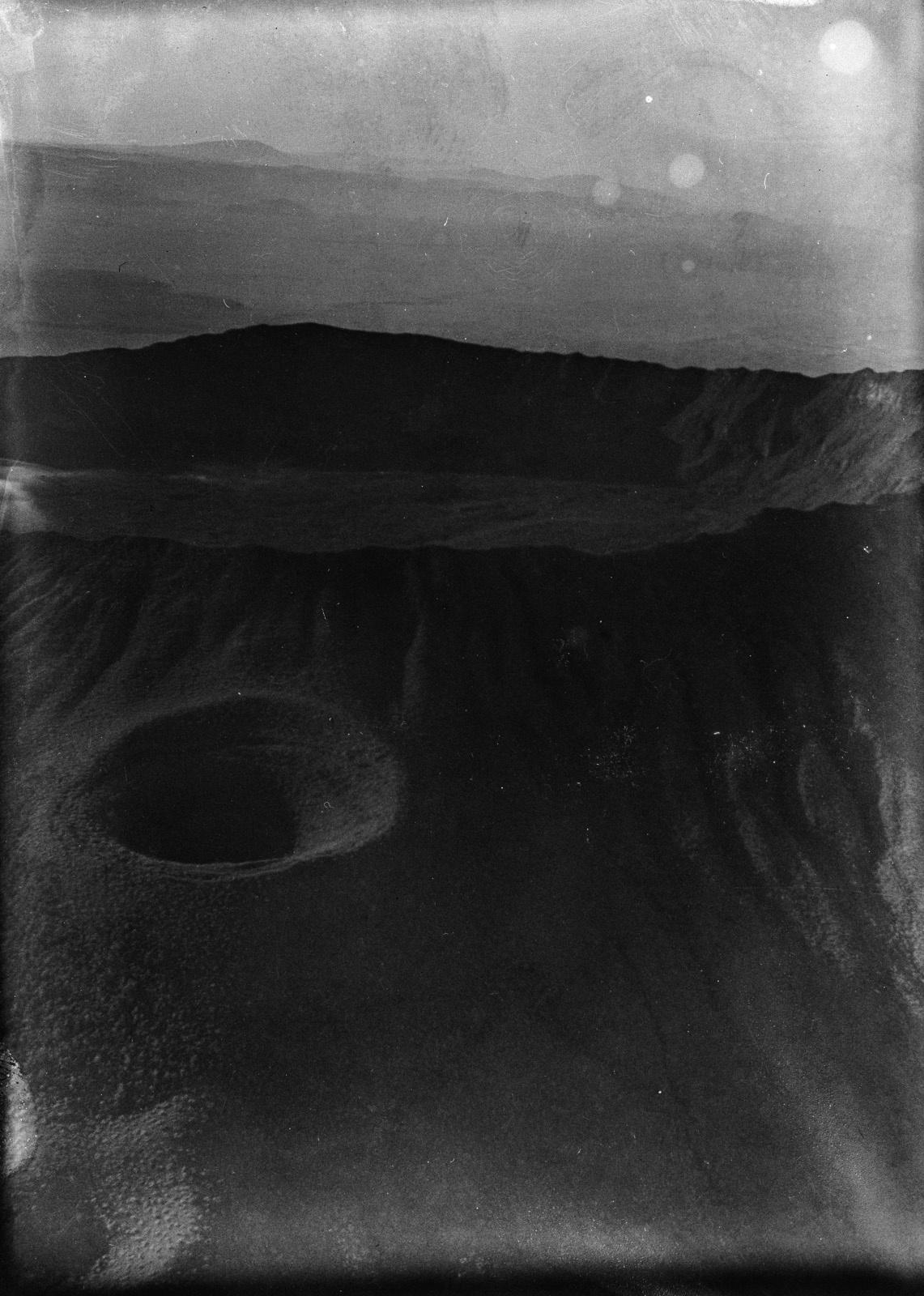 Кения. Найроби. Вид вулкана с боковым кратером