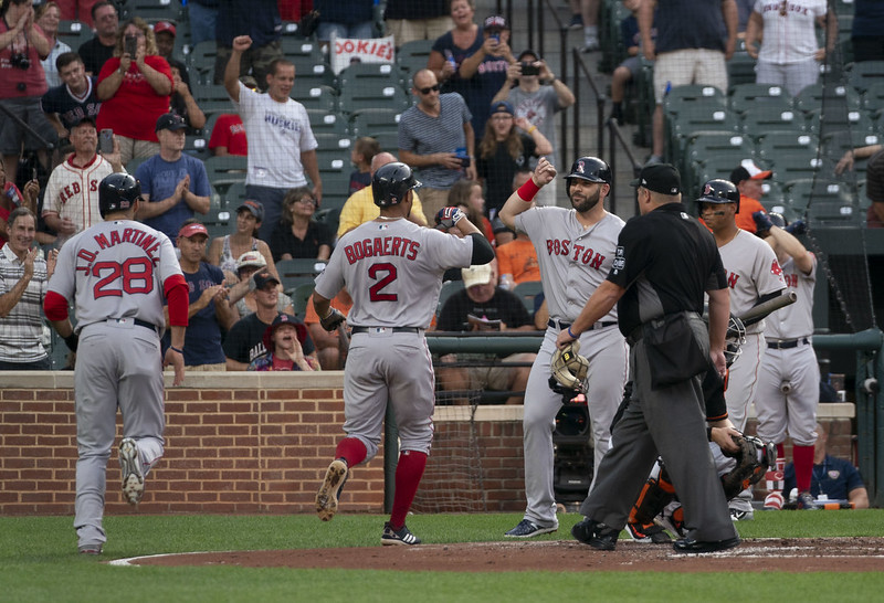 Los Red Sox celebran un home-run de JD Martinez ante los Orioles