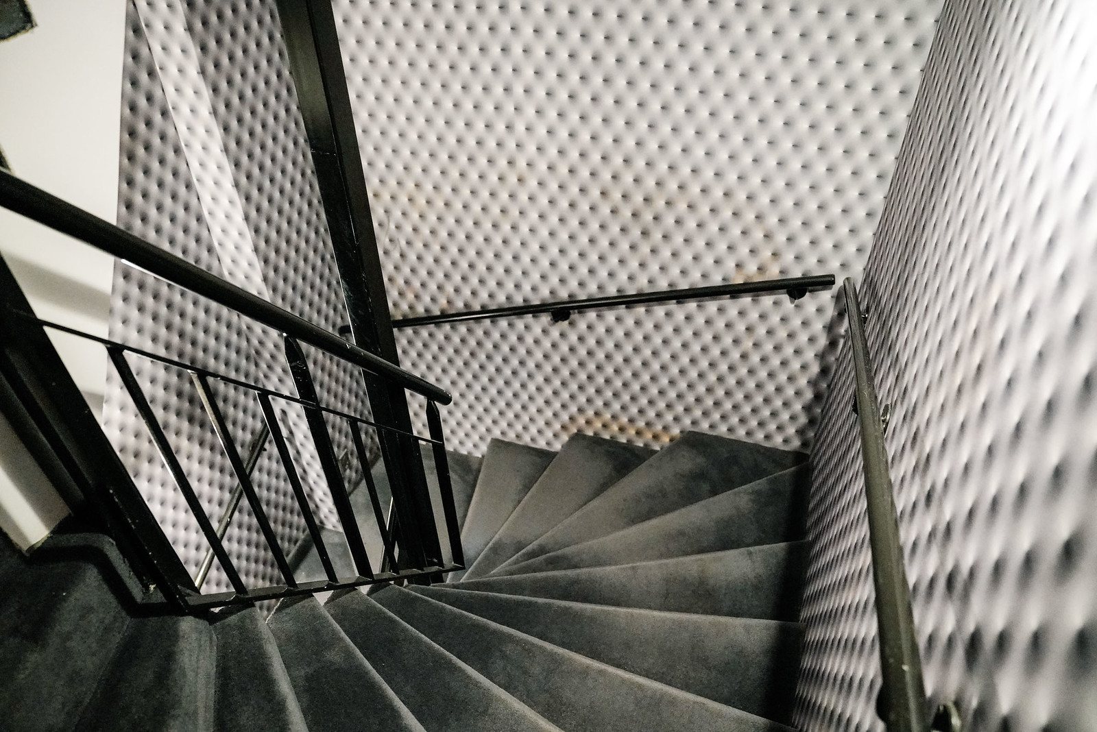 1k Paris hotel staircase