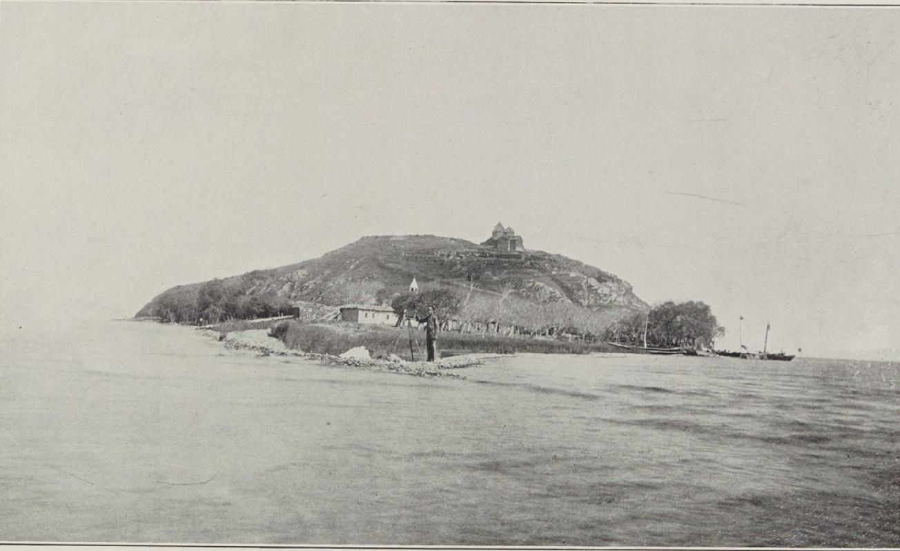 29. Севанский монастырь на озере Гокча