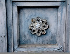 Motifs sur vieille porte - Photo of Saint-Julien-sur-Calonne