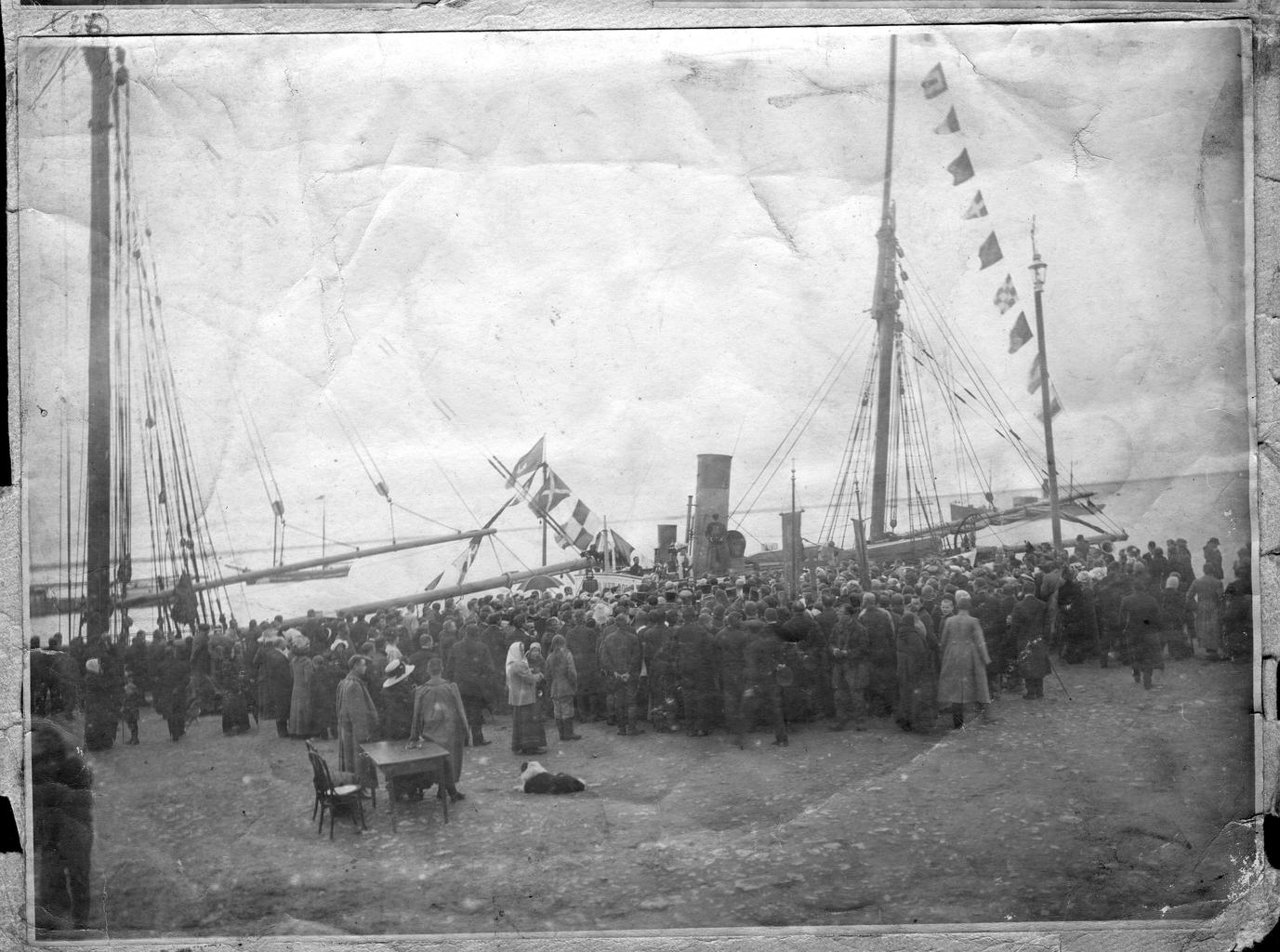 Парусник «Святой мученик Фока» в порту Архангельска