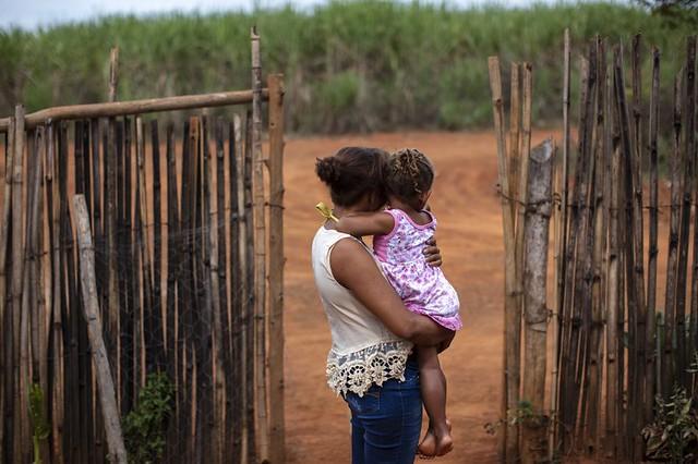 Dezenas de moradores relataram já sofrer com sintomas de intoxicação aguda por venenos agrícolas  - Créditos: Marizilda Cruppé / Human Rights Watch