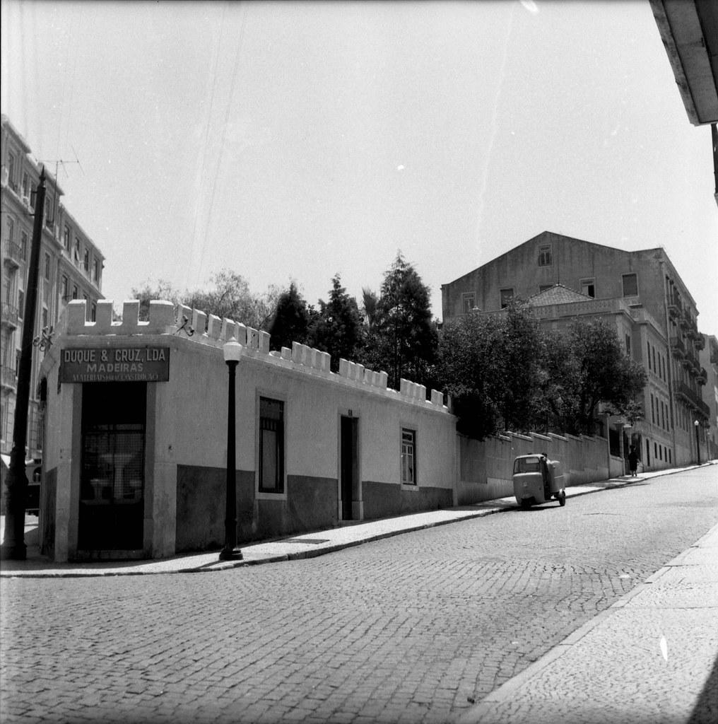 Rua dos Açores, 90, Lisboa (A. J. Fernandes, 1961)