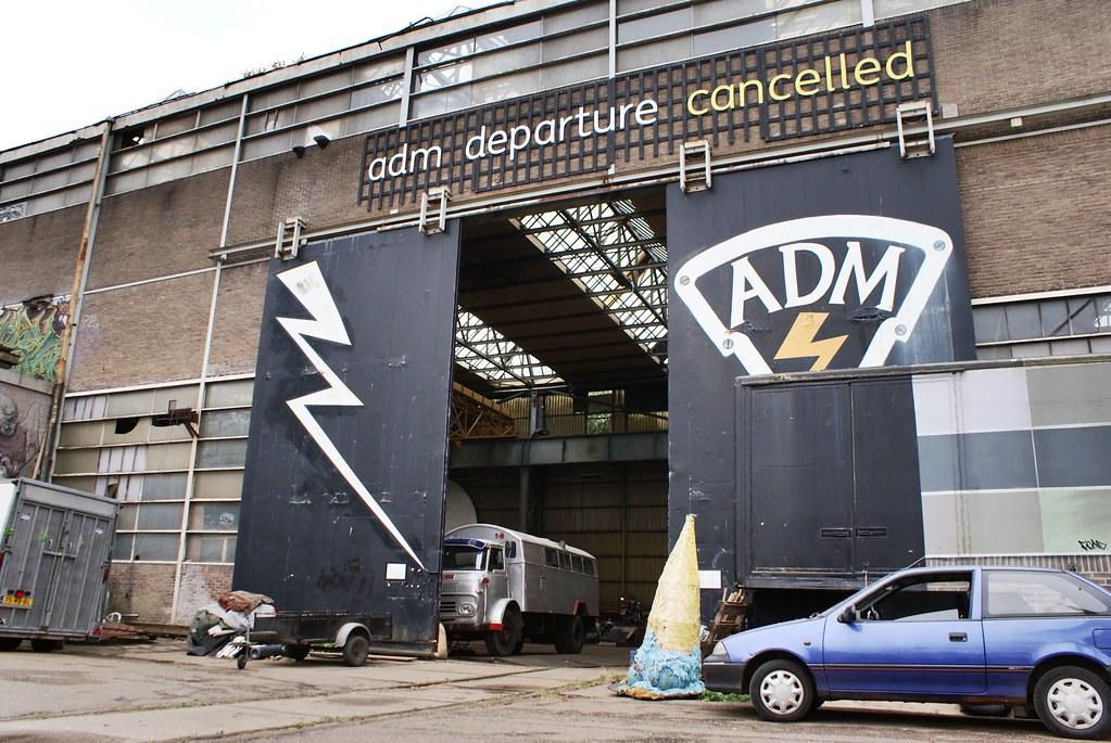 Hangar de l'ADM à AMsterdam : ADM departure cancelled.