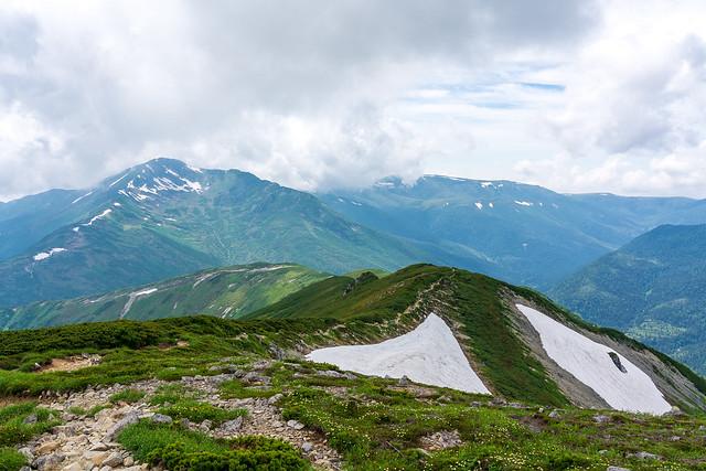 黒部五郎岳を眺めながら稜線下る