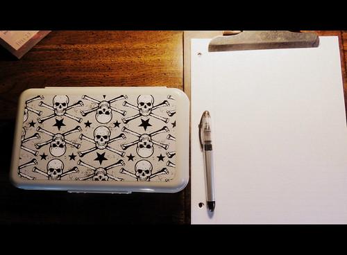 skull pen box