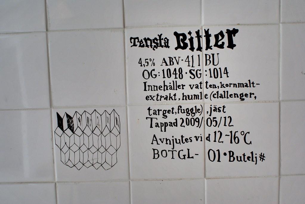 Description minutieuse d'une bière sur le mur carrelé du Butcher's Tears.