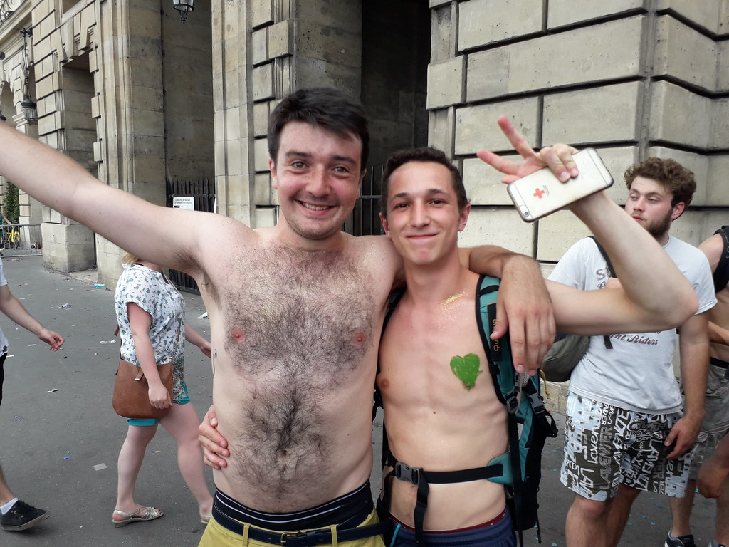 CUTEST HUNKS ! PARIS PRIDE  2018 !  ( safe photo  )