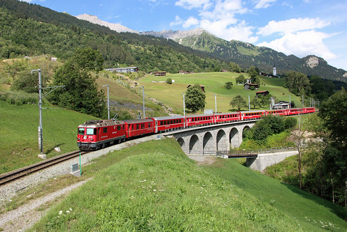 RhB Ge 4/4 ii No.632 crossing the viaduct near Saas.
