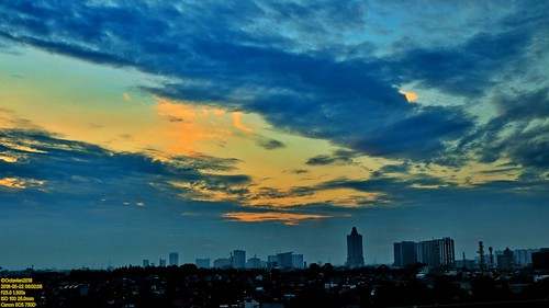 canon eos 750d rebel t6i dslr landscape street shot travel trip noflash handheld explore color colour outdoor efs 1855 stm metro metropolis city cityscape modern building skyscraper tower sunrise sun orange sky skyline horizon beautiful golden hour cloud jakarta indonesia capitalcity dki dkijakarta java southeast asia sea hotel room view east tebet amaris supomo long exposure