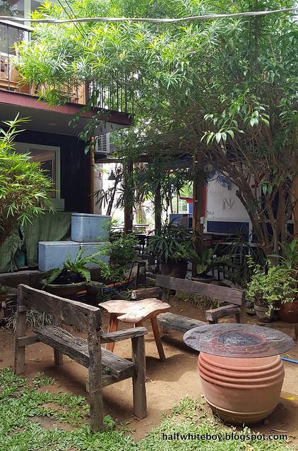 halfwhiteboy - the coffee library san juan la union 05