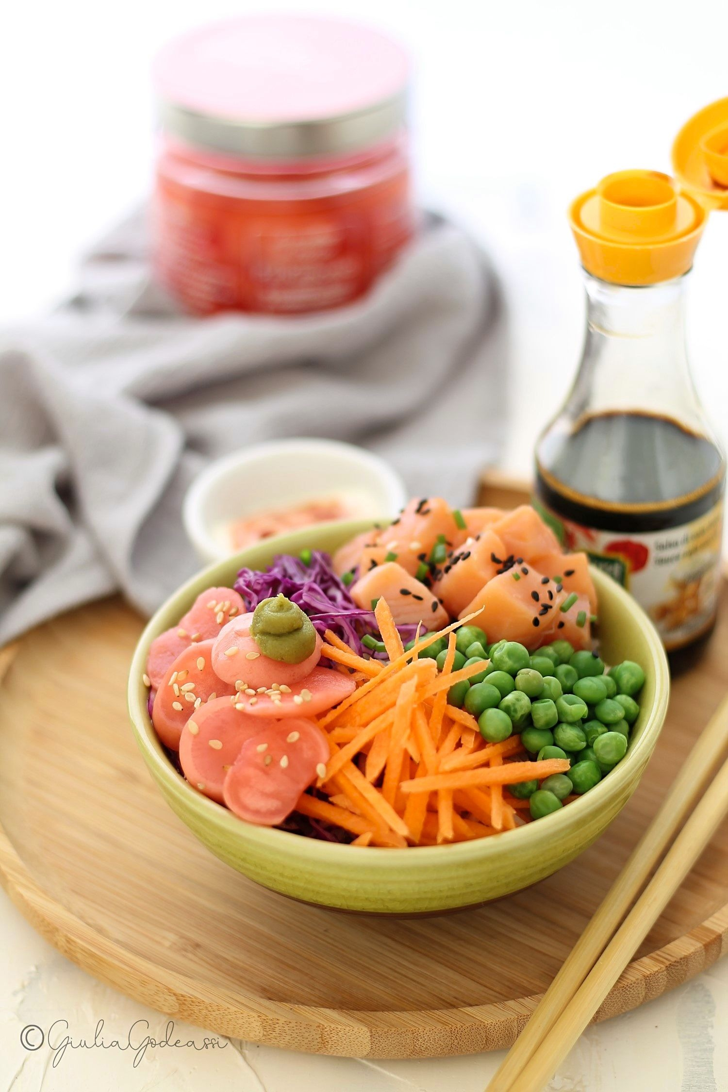 POKE' BOWL WITH SALMON AND PINKIMONIO