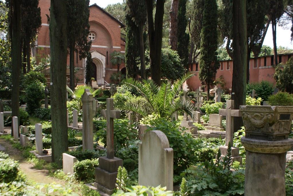 > Chapelle du cimetière protestant ou non-catholique de Rome.
