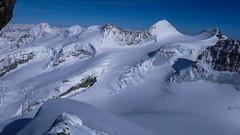 Widok z drogi na Piz Bernina (grań La Spedla).  Piz Palu 3900m., przełęcz Bella Vista  3698m., taras i szczyty Bella Vista 3922m., Piz Zupo 3996m., Piz Argient 3945m., Crast Aguzza 3854m. i lodowiec Vadret da Morreratsch.
