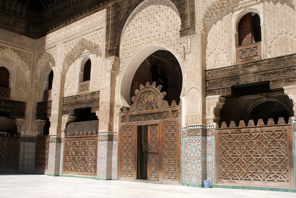 Espace dédié à la prière ou à l'étude de la medersa Bou Inania à Fès.