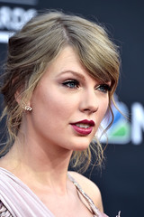 Taylor Swift Billboard Music Awards 4Chion LIfestyle a