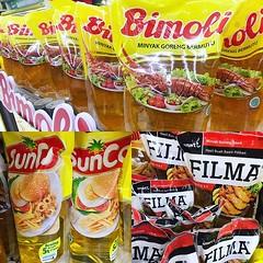在印尼超市見得多蝦片,赫見呢款有趣的商品,原來是龍蝦油、炸蝦油,還有漢堡包油!炸出來的會嚐到漢堡包嗎? 【浪遊旅人】https://ift.tt/1zmJ36B #backpackerjim #cookingoil #minyak #supermarket #jalanmalioboro #yogyakarta #java #indonesia