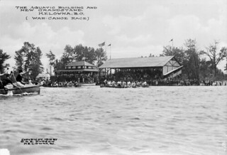 The Aquatic Building and New Grandstand, (War-Canoe Race), Kelowna, British Columbia / Le pavillon et les nouvelles tribunes du Club aquatique (course de pirogues de guerre), Kelowna (Colombie-Britannique)