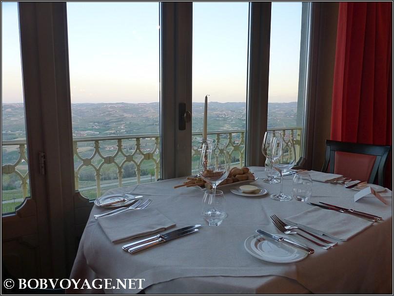 הנוף מ- מסעדת Bovio ב- פיימונטה (Piedmont)