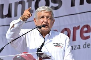 PÁG. 5 (1). Tras 18 años de buscar la presidencia de la República, López Obrador terminó aliándose con buena parte de la mafia del poder.
