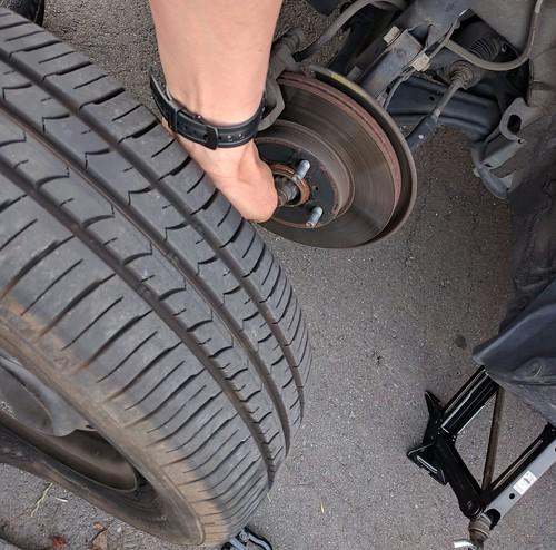 パンク修理 タイヤ交換