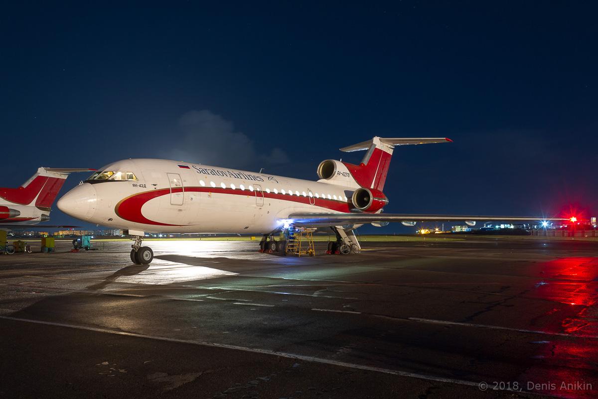 Як-42 ночью фото 1