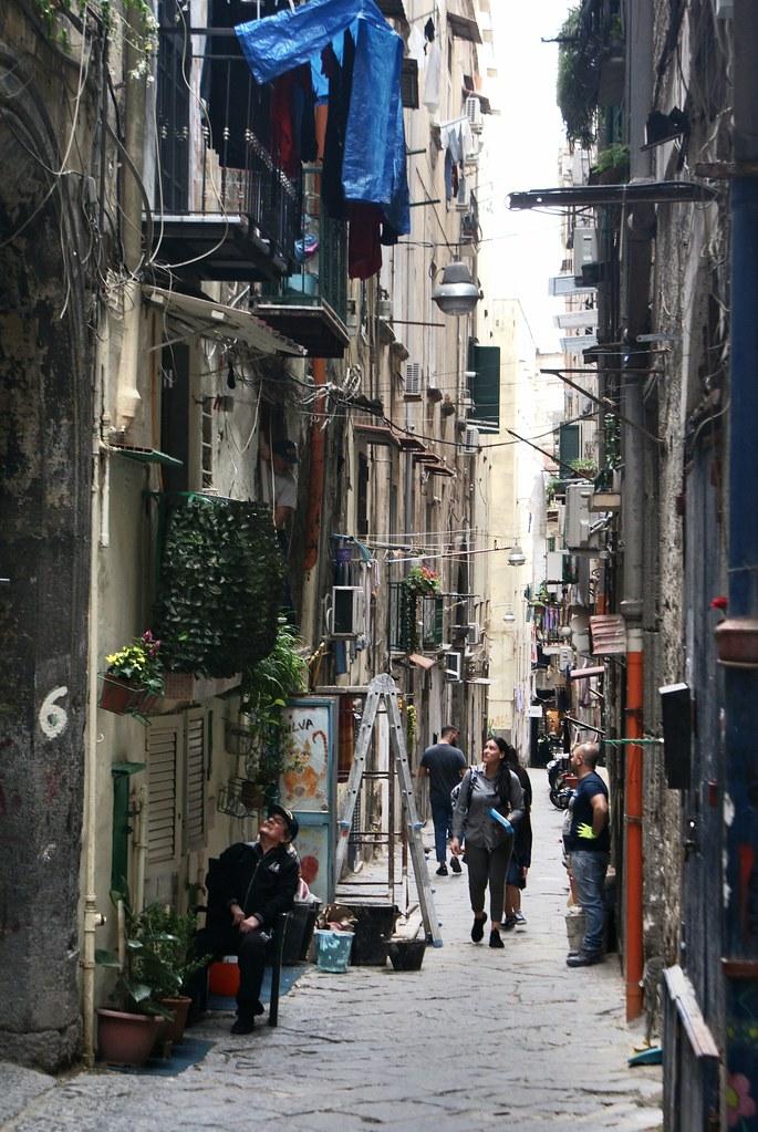 Ruelle étroite du centre historique de Naples.