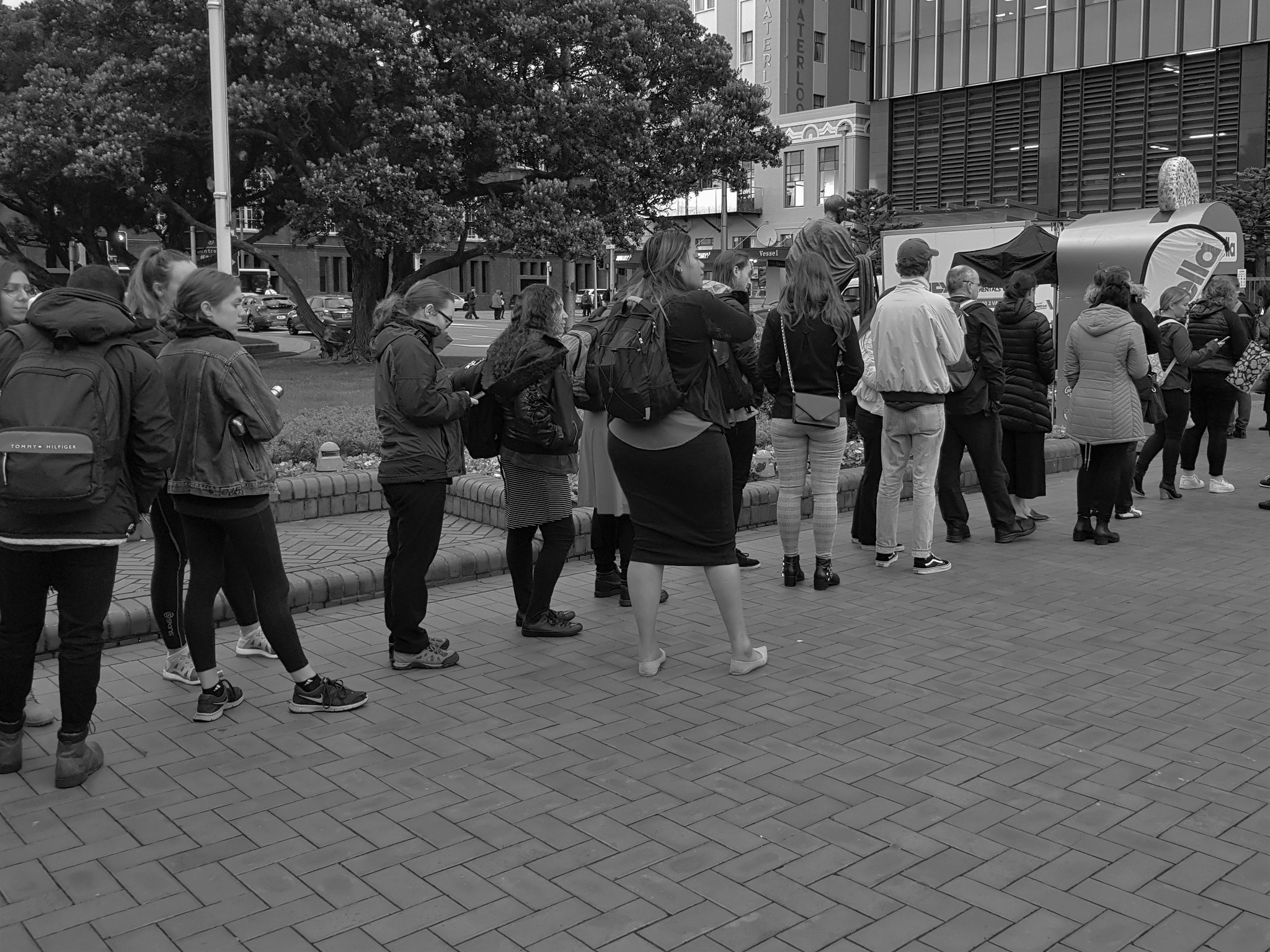 20180517_075215 (The queue)
