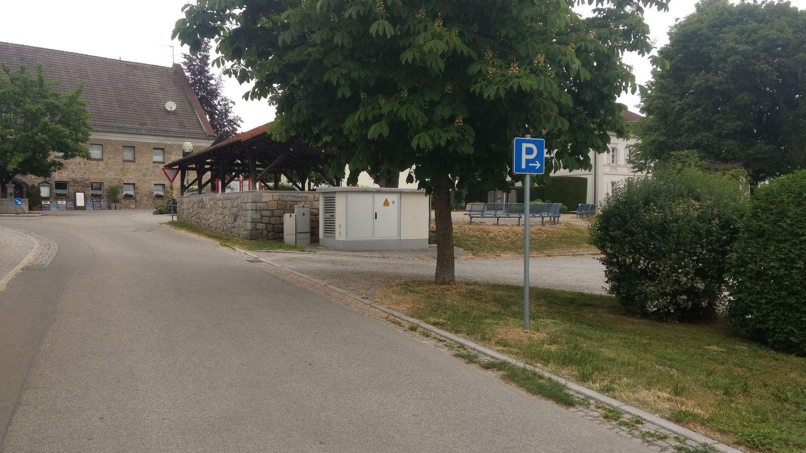 Würding: Parkplatz Magazinstraße (hinten: Alte Taverne)