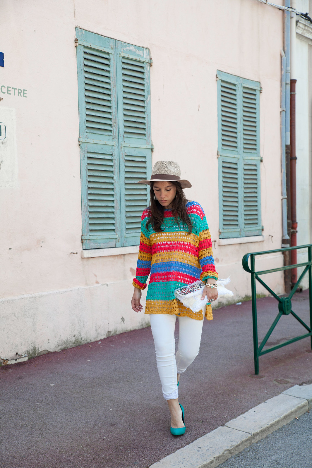 theguestgirl laura fashion influencer barcelona saint tropez jersey de rayas